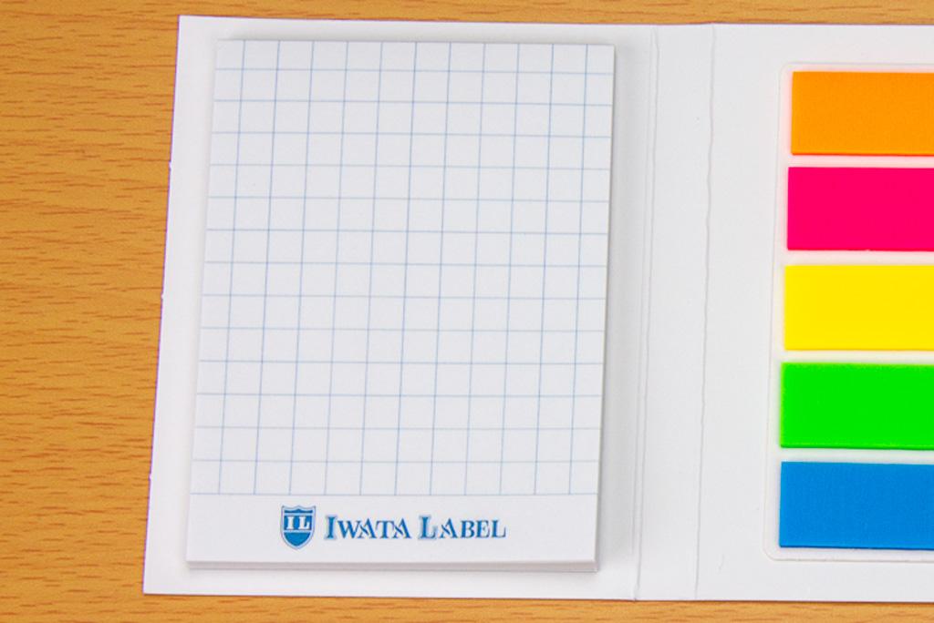 左側のメモ帳は方眼タイプ