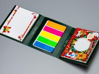 3in1メモ_クリスマスカード_もう1段めくるとクリスマスリースのメッセージカードとカラフルなフセンが出てきます