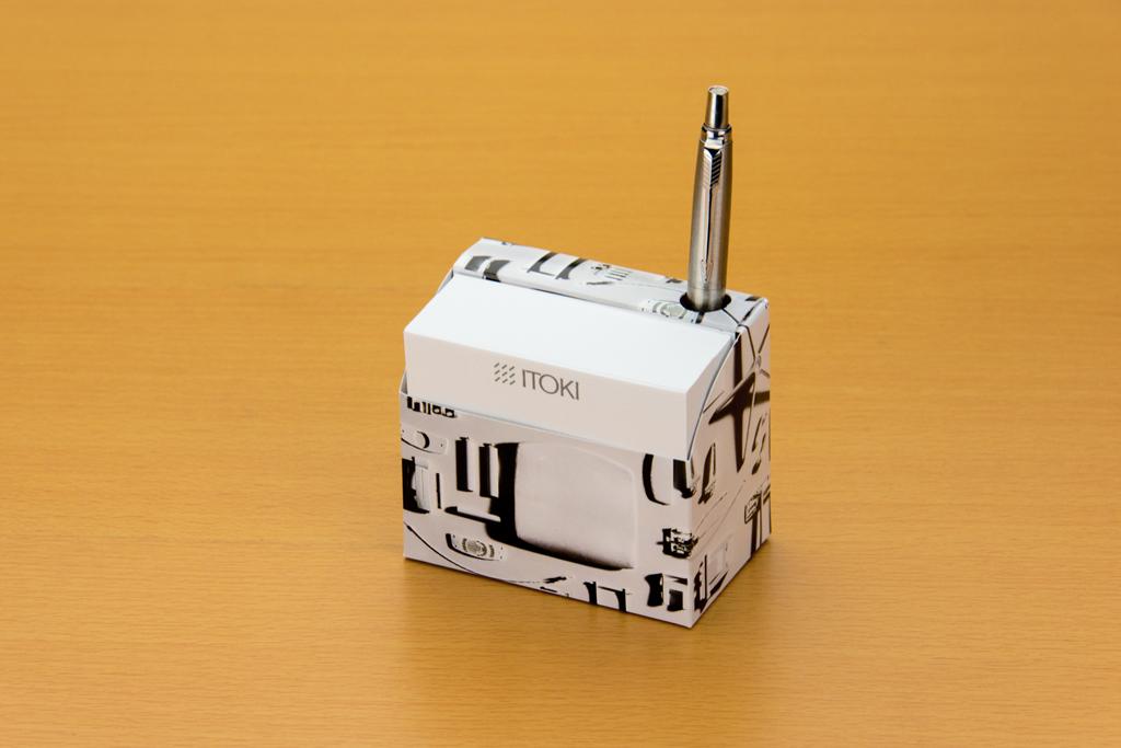 スタンドBOXメモはペン穴付き
